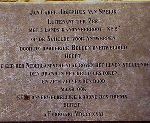 Gedenkplaat van Van Speijk bij de vuurtoren van Egmond aan Zee.