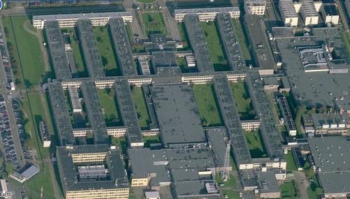 Nato gebouwen in Evere, te bekijken tot op detailniveau van individuele vensters