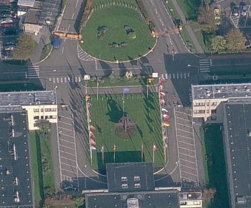 Nato-embleem en vlaggen te zien op Virtual Earth